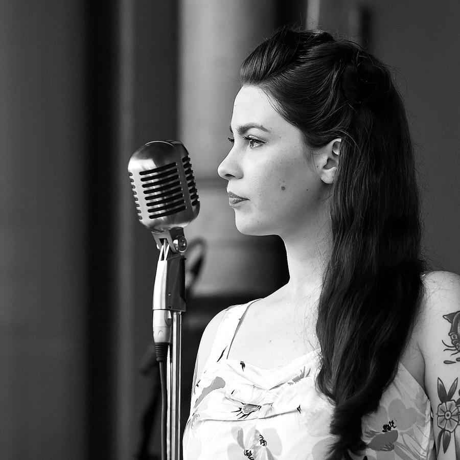 Nadine Nesselo (Gesang)